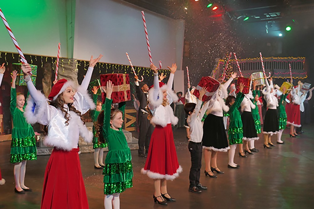 the real christmas story christmas dinner theatre show